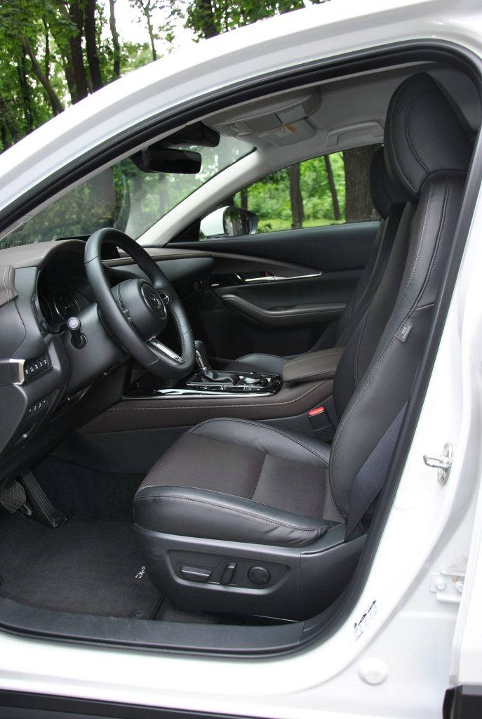 Mazda CX-30, передние сиденья