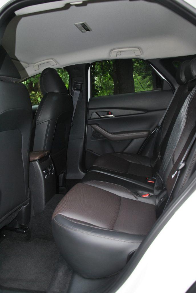 Mazda CX-30, задние сиденья