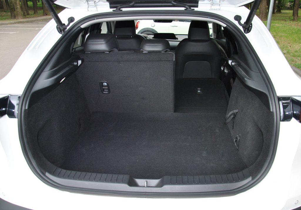 Новая Mazda CX-30, багажник
