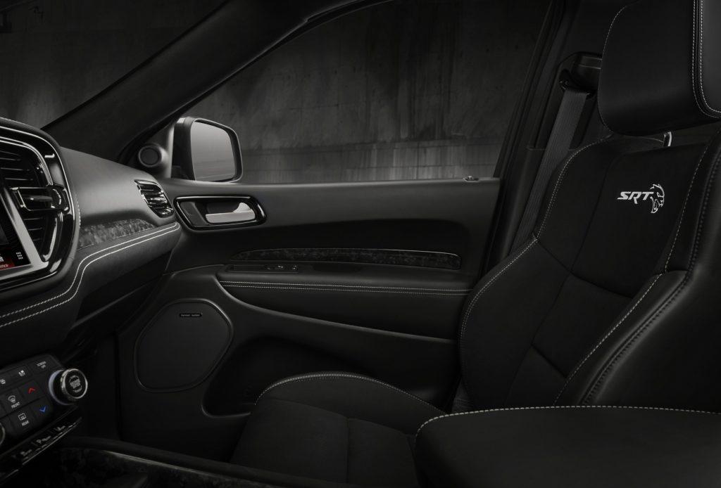 Новый Dodge Durango SRT Hellcat, передние сиденья
