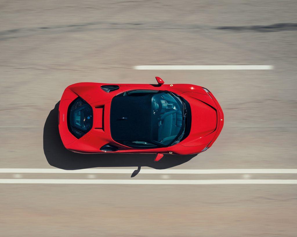 Новый Ferrari SF90 Stradale, вид сверху