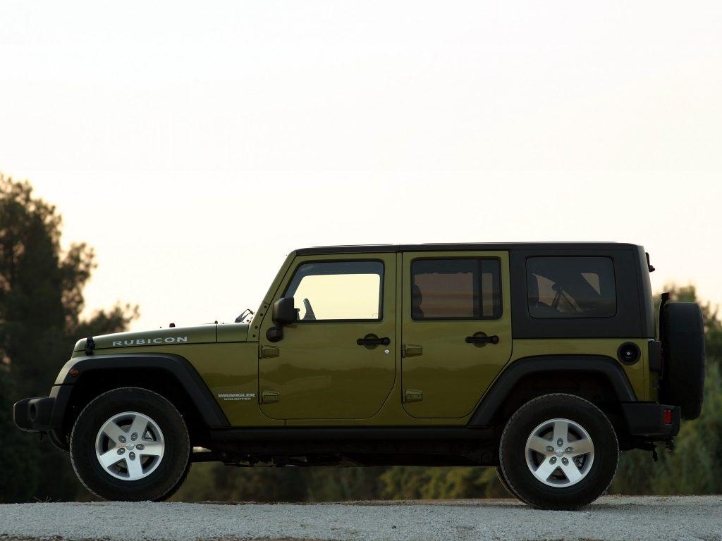 С 2007 года у Jeep Wrangler есть и пятидверная версия