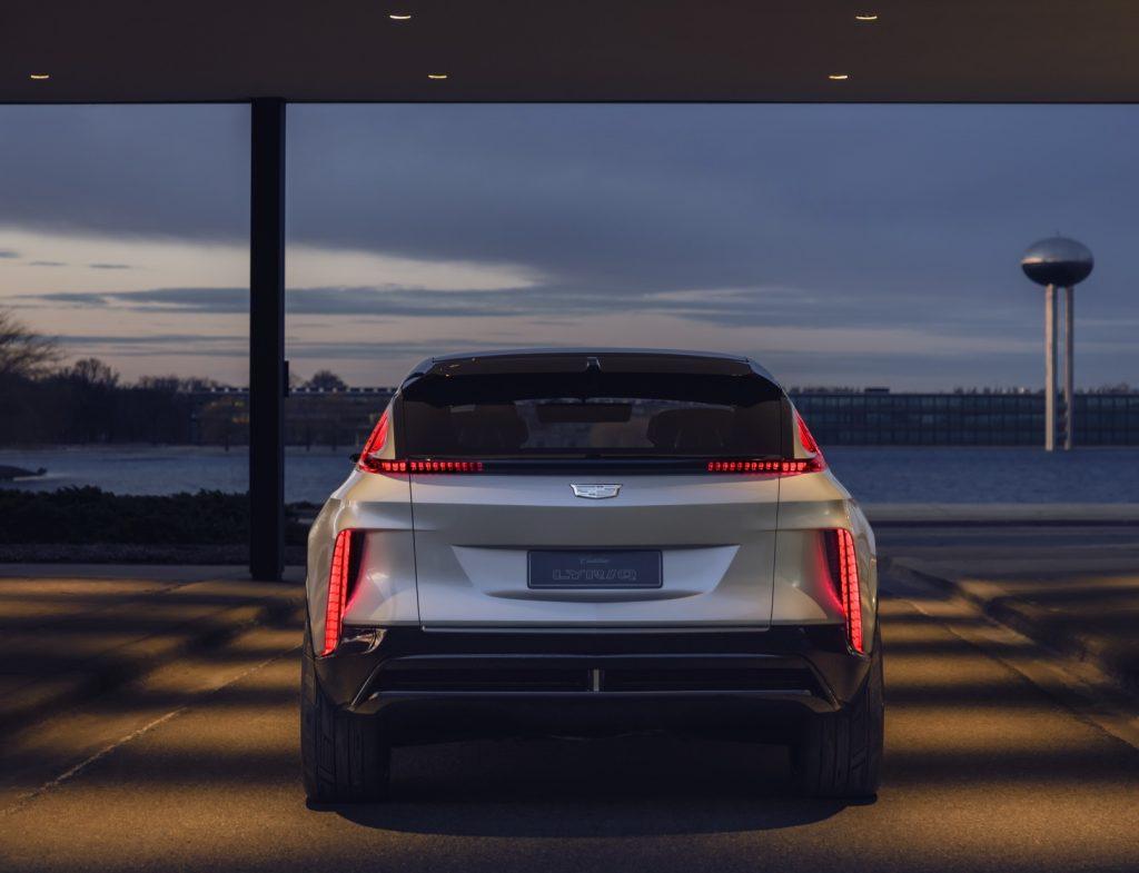 Новый Cadillac Lyriq, вид сзади