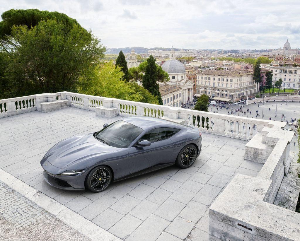 Ferrari Roma, вид на переднюю диагональ