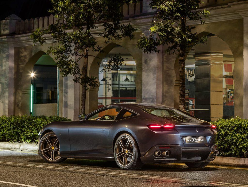 Ferrari Roma, вид на заднюю диагональ