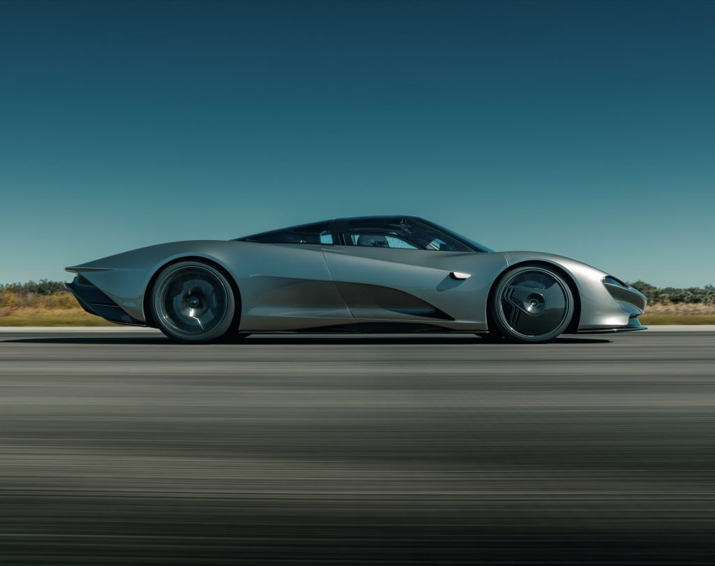 McLaren Speedtail 2020, вид сбоку
