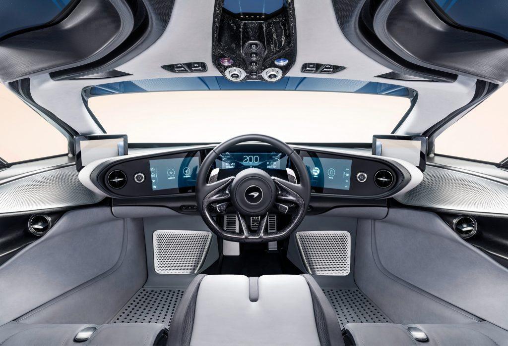 McLaren Speedtail 2020, передняя панель