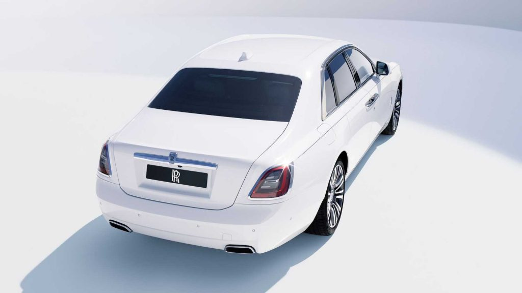 Rolls-Royce Ghost 2020, вид сзади