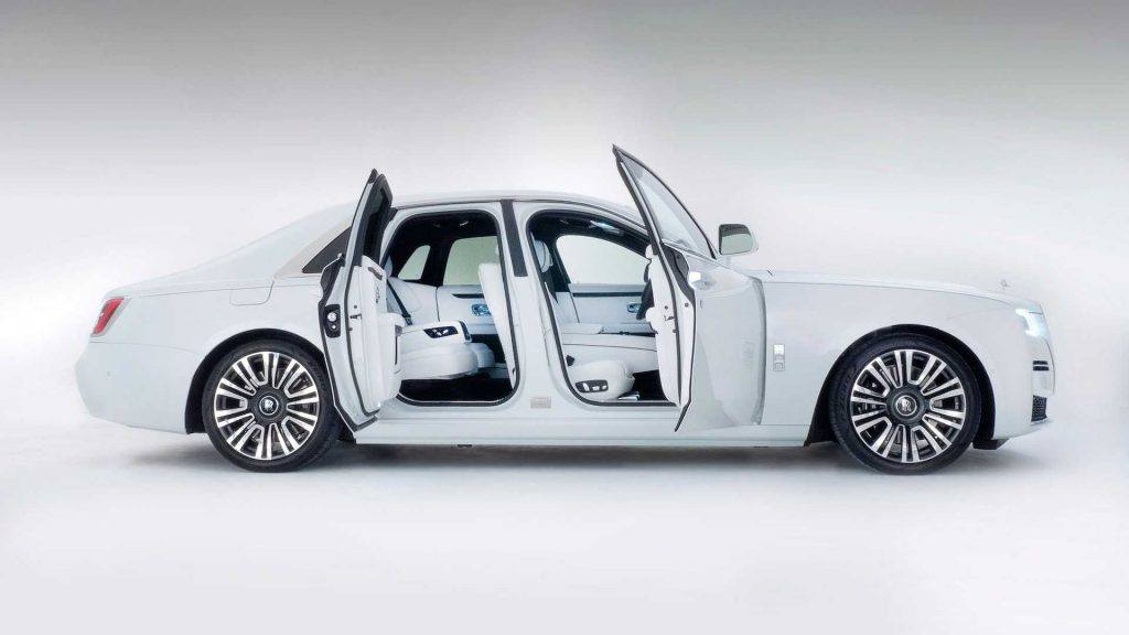 Rolls-Royce Ghost 2020, вид сбоку