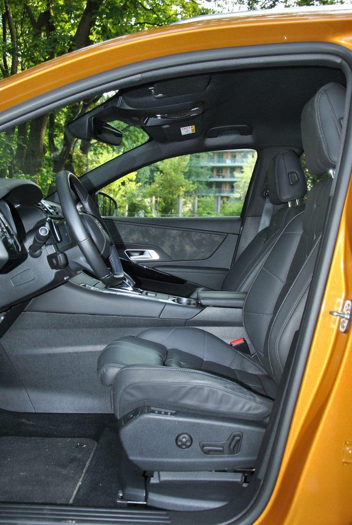 DS7 Crossback, передние сиденья