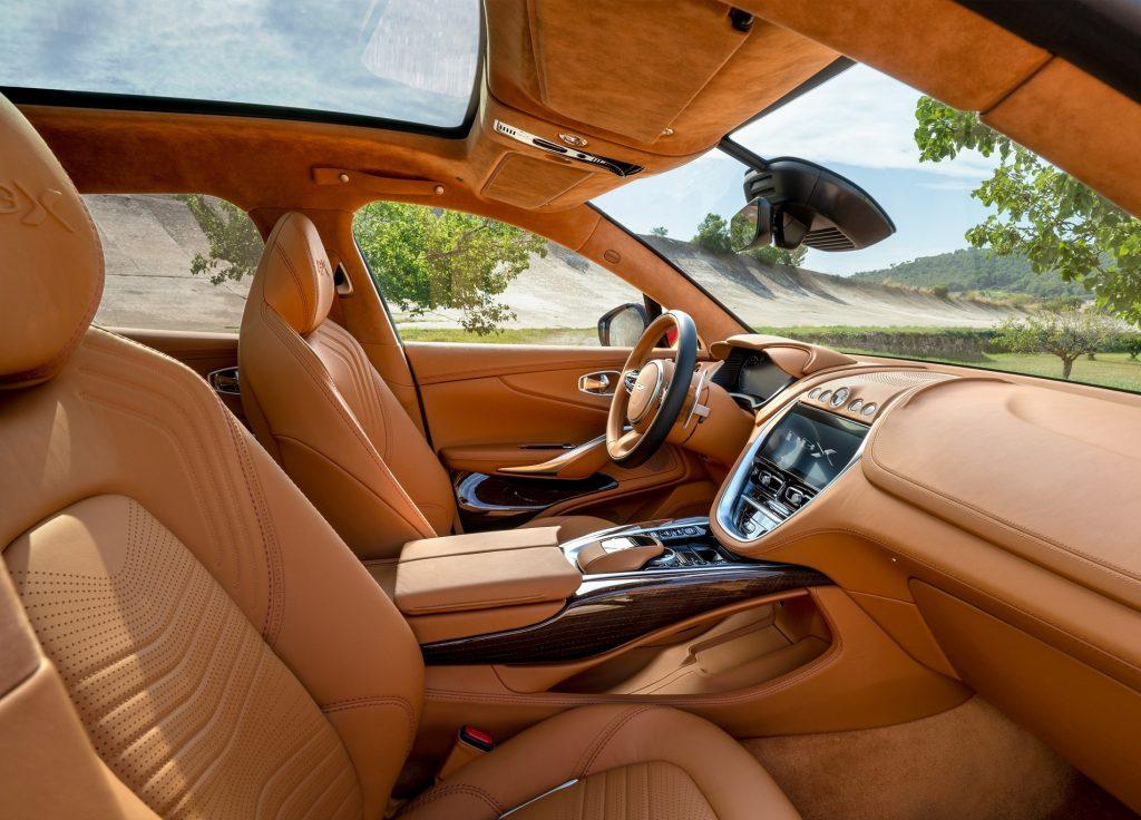 Дебютант Aston Martin DBX: вседорожный первенец