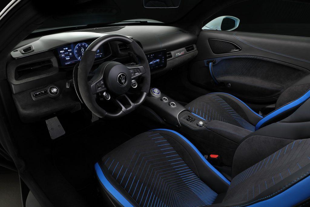 Maserati MC20, передняя панель