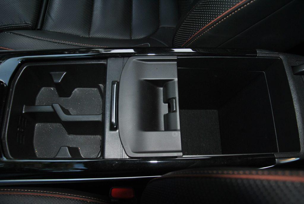 Renault Koleos, бокс в подлокотнике