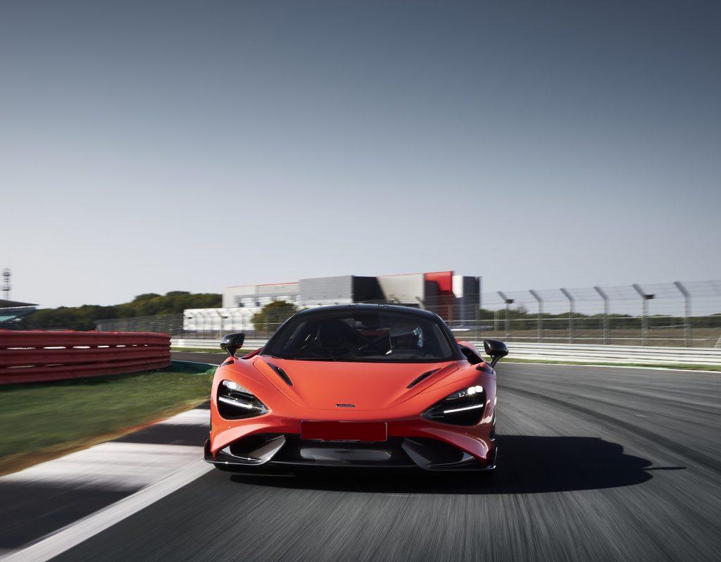 McLaren 765LT 2020, вид спереди