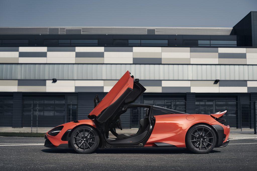 McLaren 765LT 2020, вид сбоку
