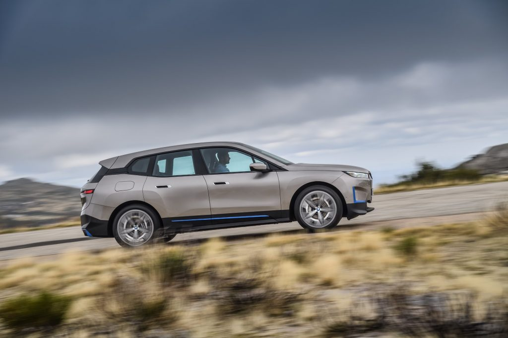 BMW iX 2021, вид сбоку