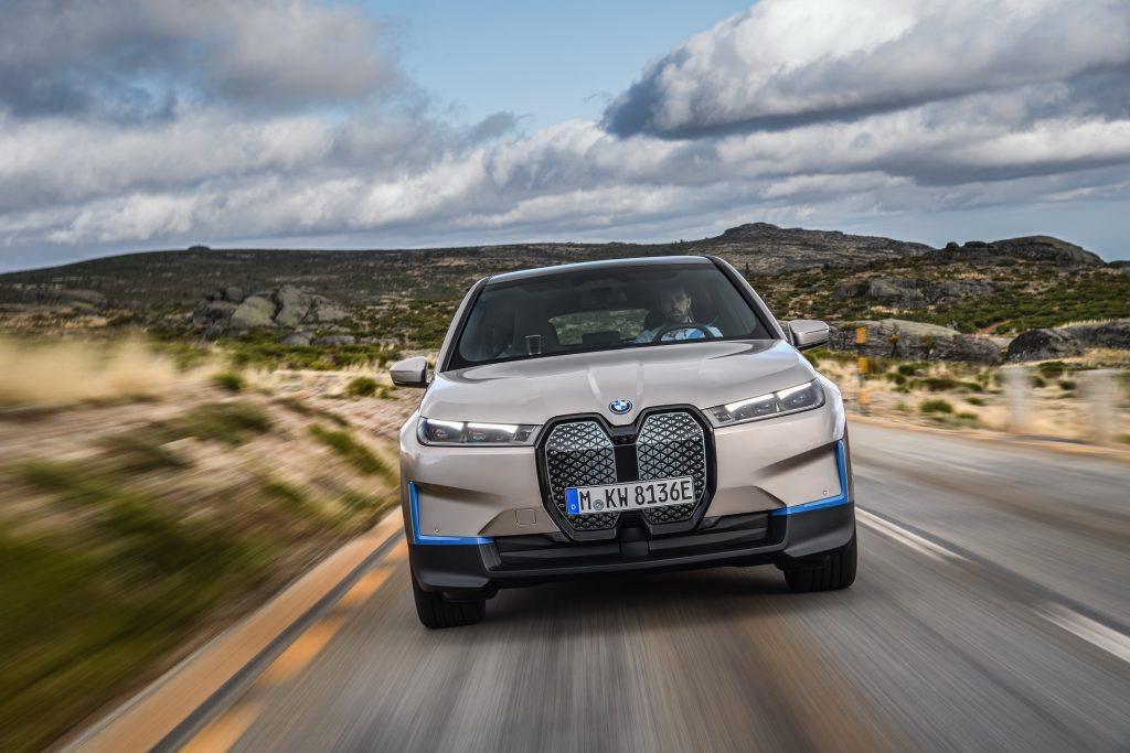BMW iX 2021, вид спереди