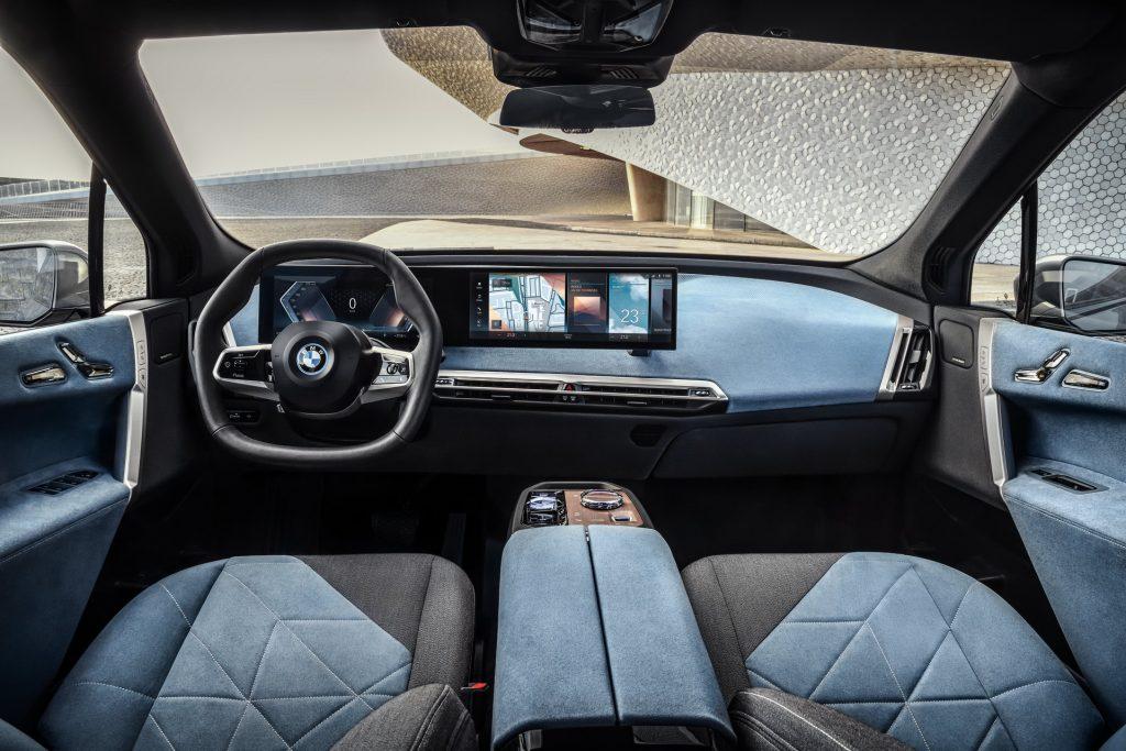 BMW iX 2021, передняя панель