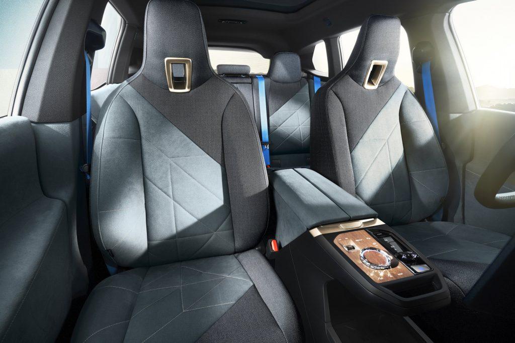 BMW iX , передние сиденья