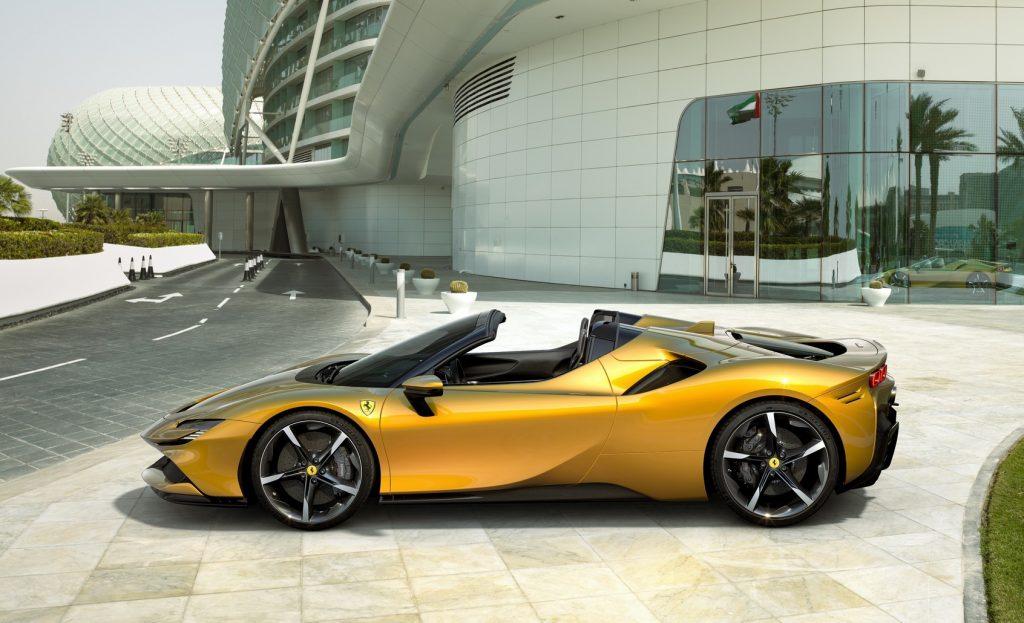 Ferrari SF90 Spider 2021, вид сбоку