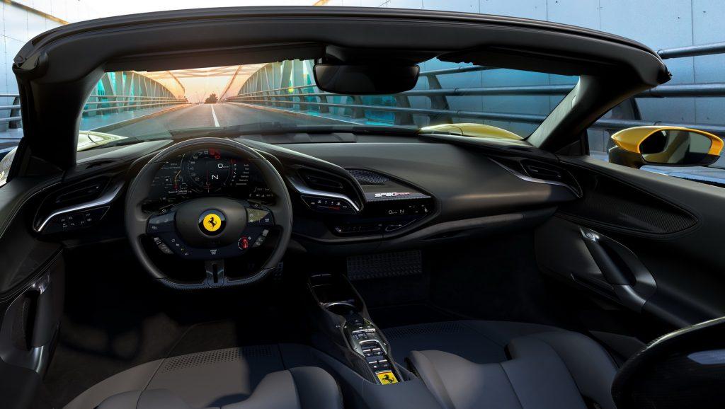 Новый Ferrari SF90 Spider, передняя панель