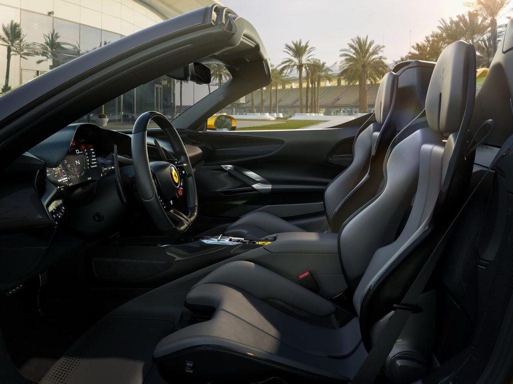 Новый Ferrari SF90 Spider, сиденья