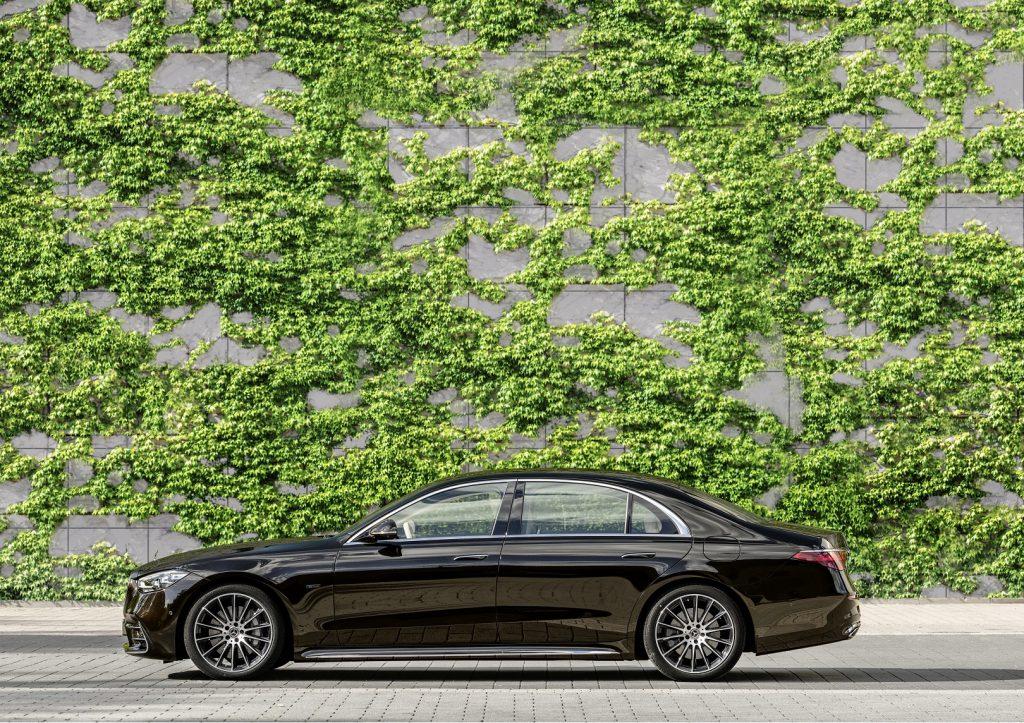 Mercedes-Benz S-Class 2021, вид сбоку