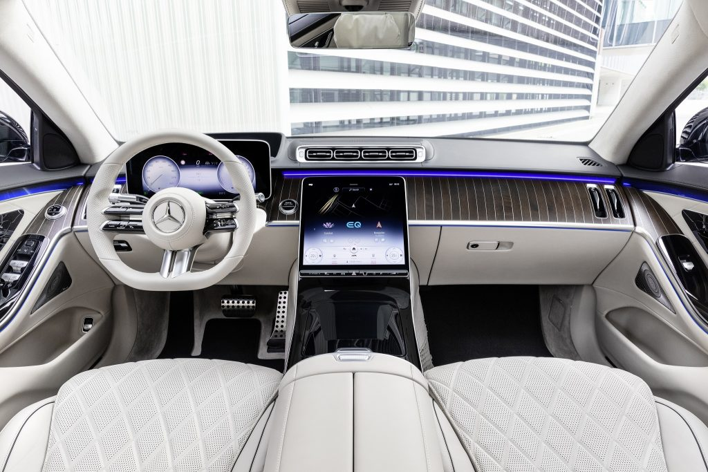 Mercedes-Benz S-Class 2021, передняя панель