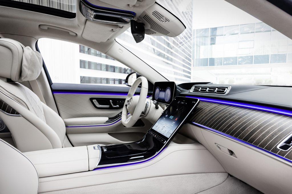 Новый Mercedes-Benz S-Class, передние сиденья