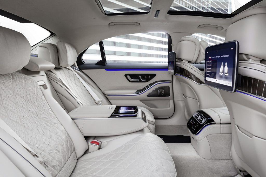 Mercedes-Benz S-Class 2021, задние сиденья