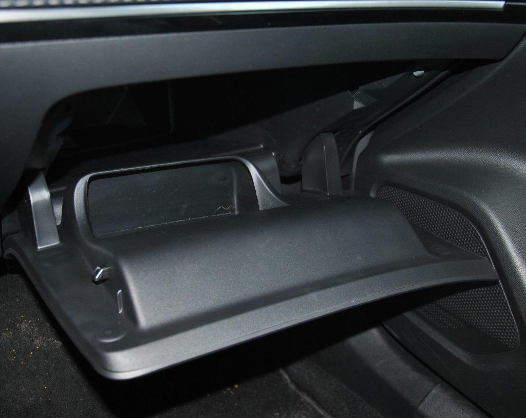 Peugeot 2008, перчаточный ящик