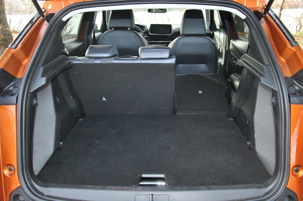 Новый Peugeot 2008 2020, багажник