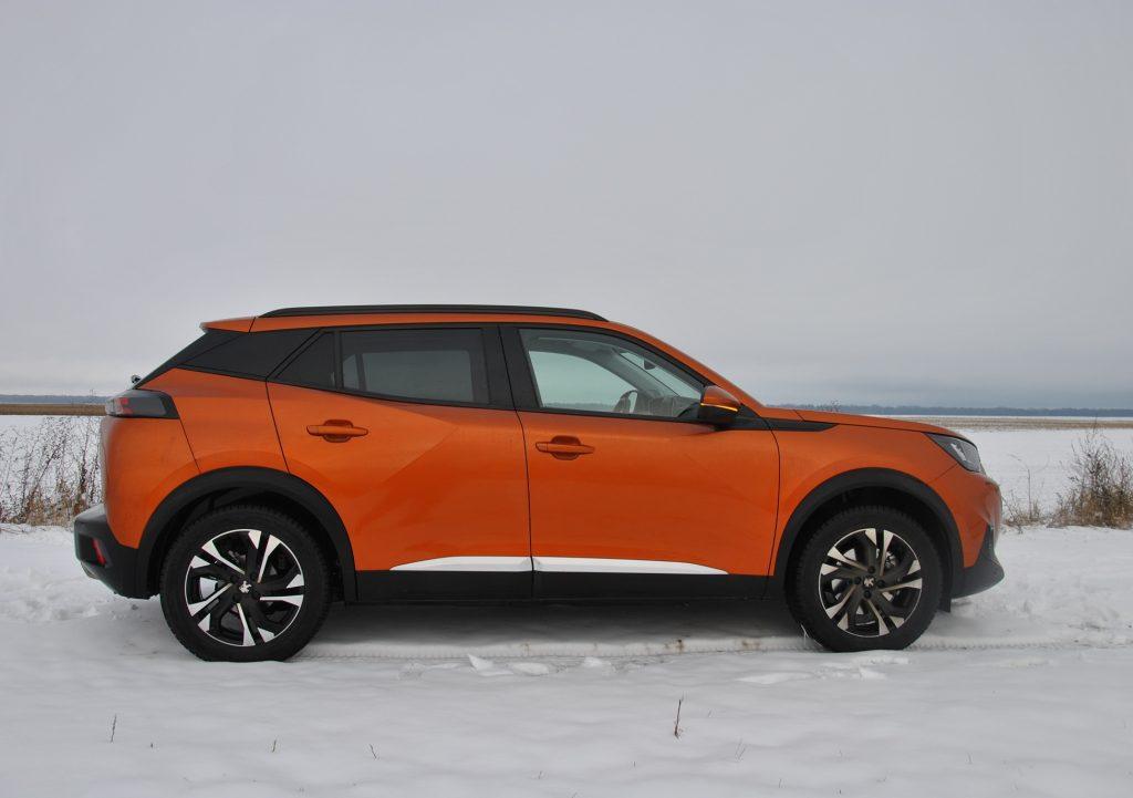 Peugeot 2008 2020, вид сбоку