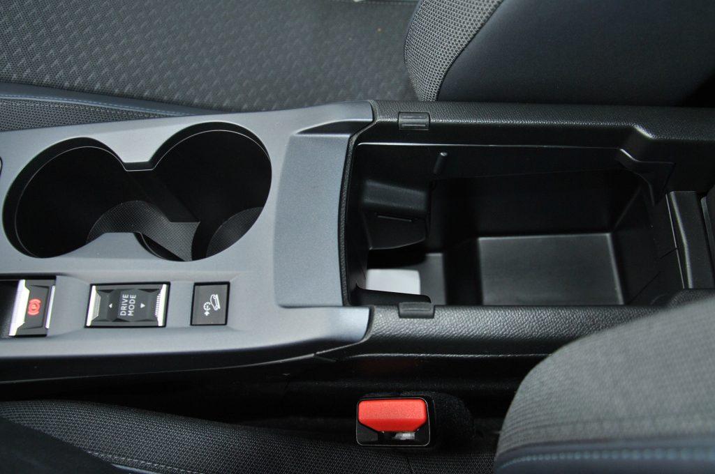 Peugeot 2008, бокс в подлокотнике