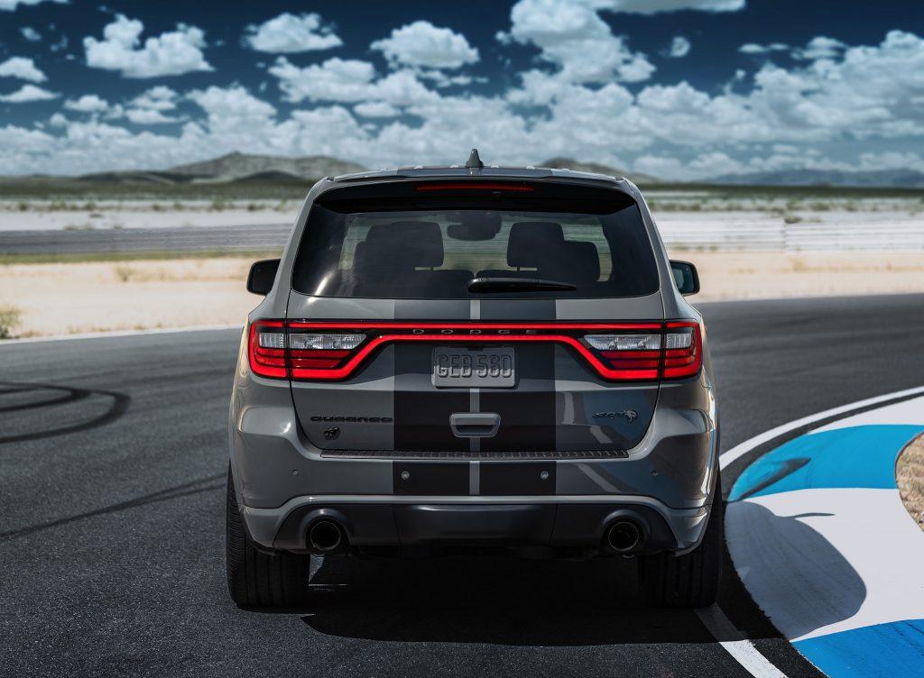 Новый Dodge Durango SRT Hellcat, вид сзади