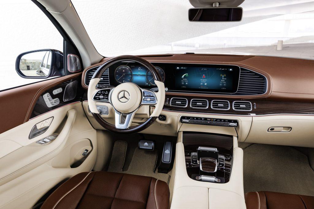 Mercedes-Maybach GLS 2020, передняя панель