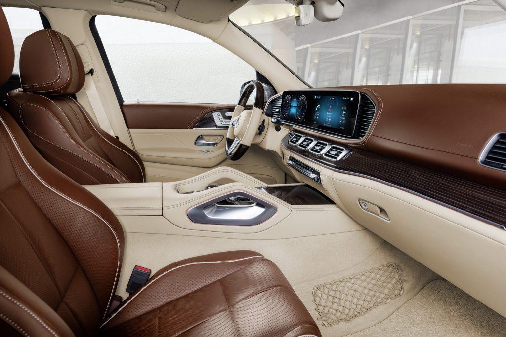 Новый Mercedes-Maybach GLS, передние сиденья