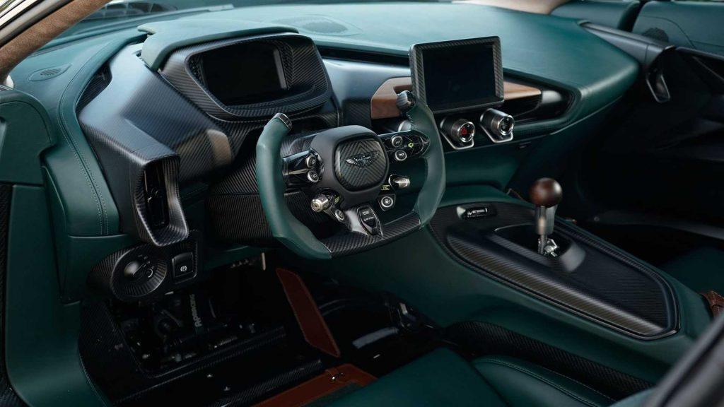 Новый Aston Martin Victor, передняя панель