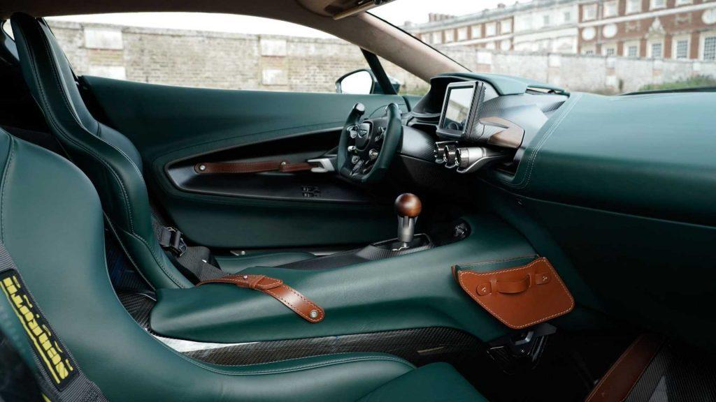 Новый Aston Martin Victor, сиденья