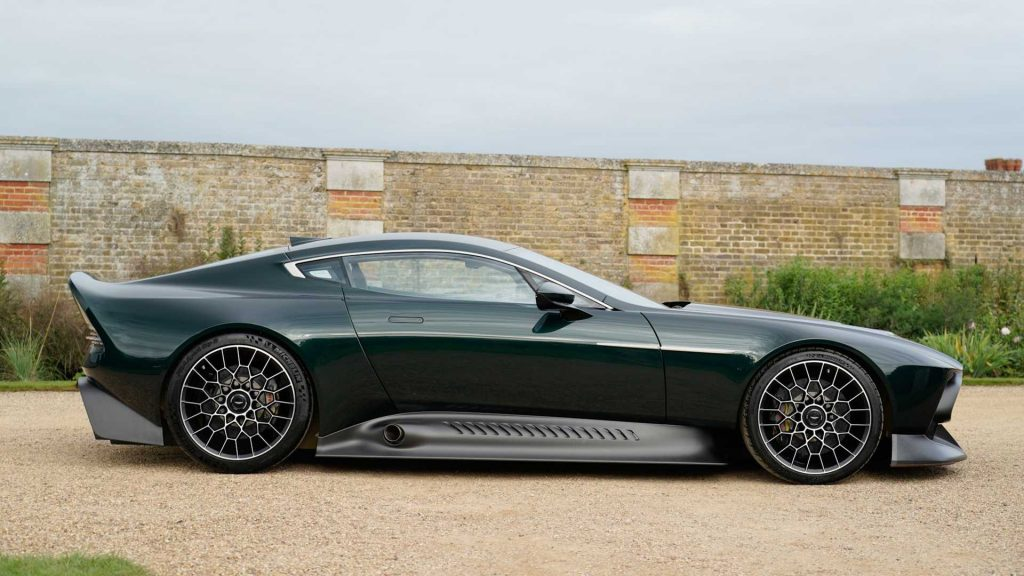 Aston Martin Victor, вид сбоку