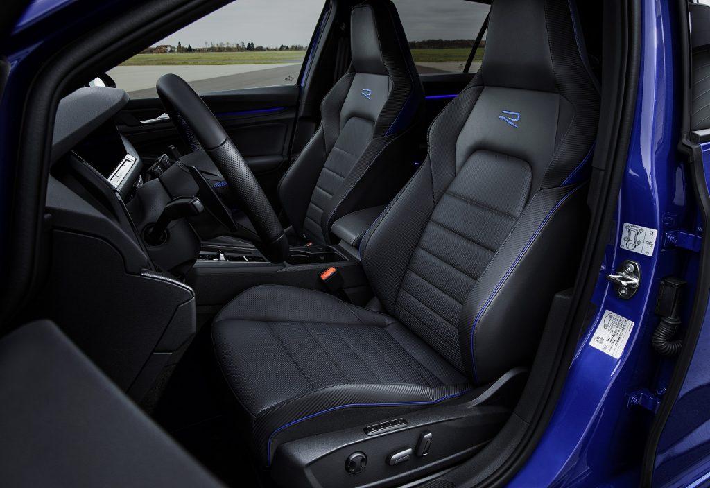 Новый Volkswagen Golf R, передние сиденья