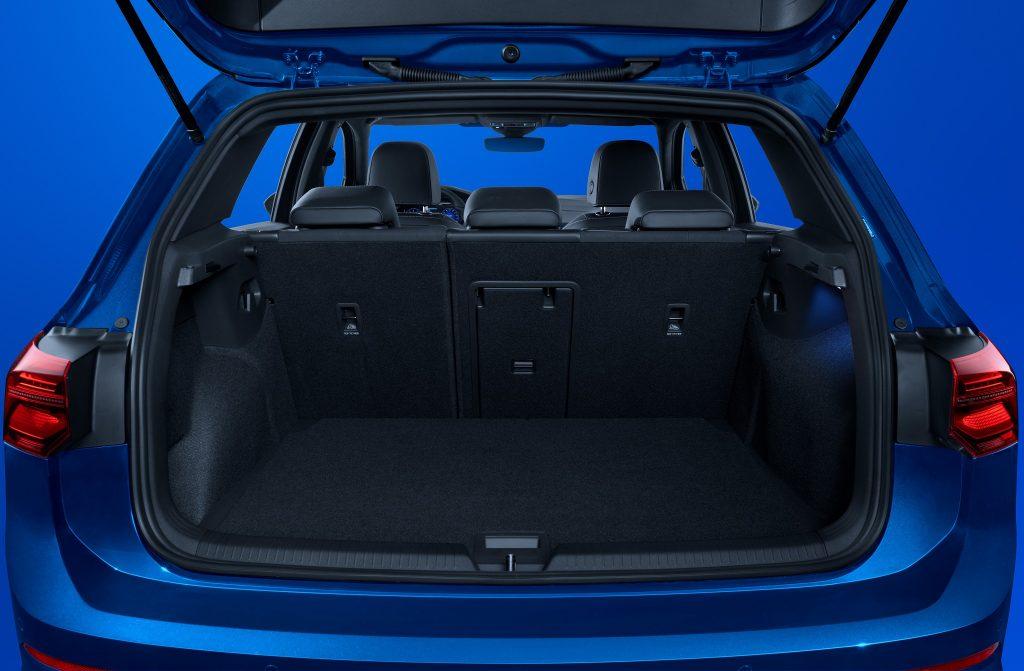 Volkswagen Golf R 2021, багажник