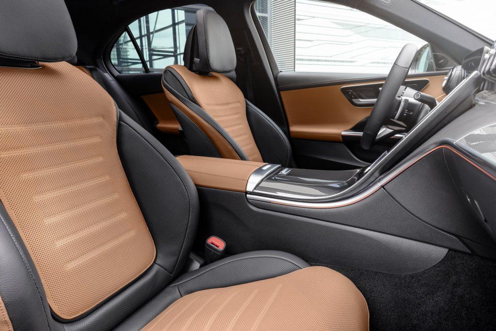 Mercedes-Benz C-Class 2021, передние сиденья