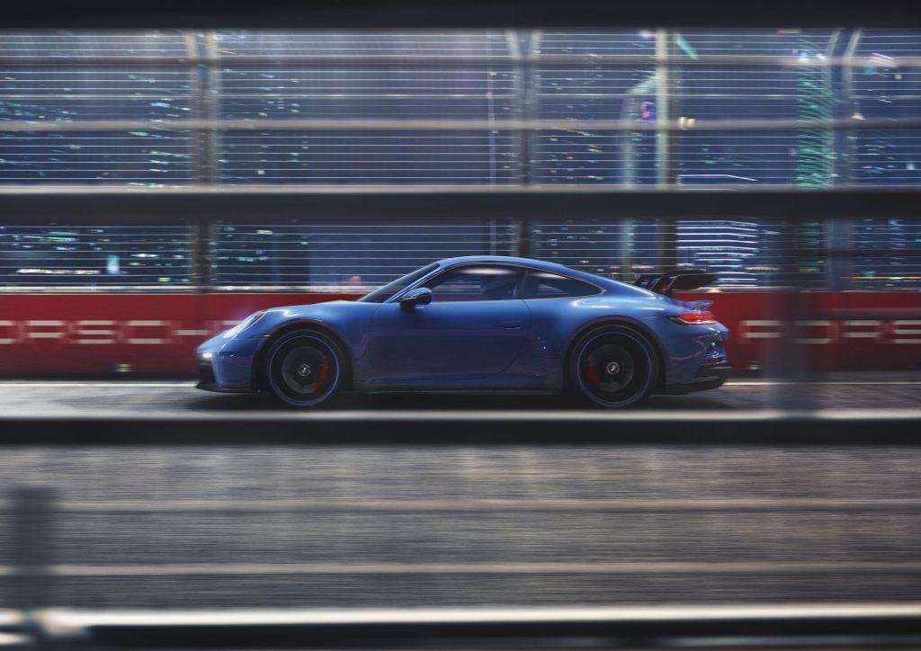 Porsche 911 GT3 2021, вид сбоку