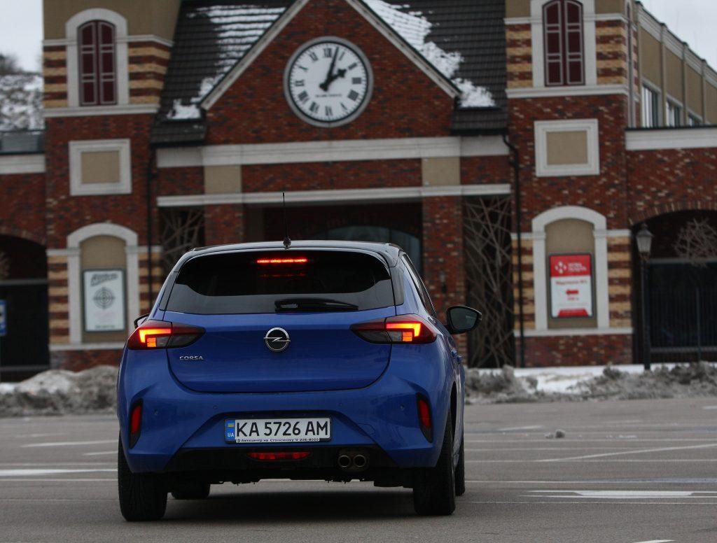 Opel Corsa 2021, вид сзади