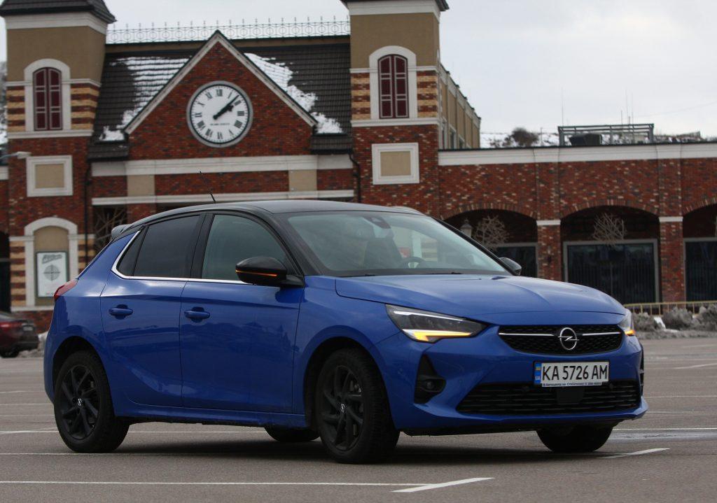 Opel Corsa, вид на переднюю диагональ