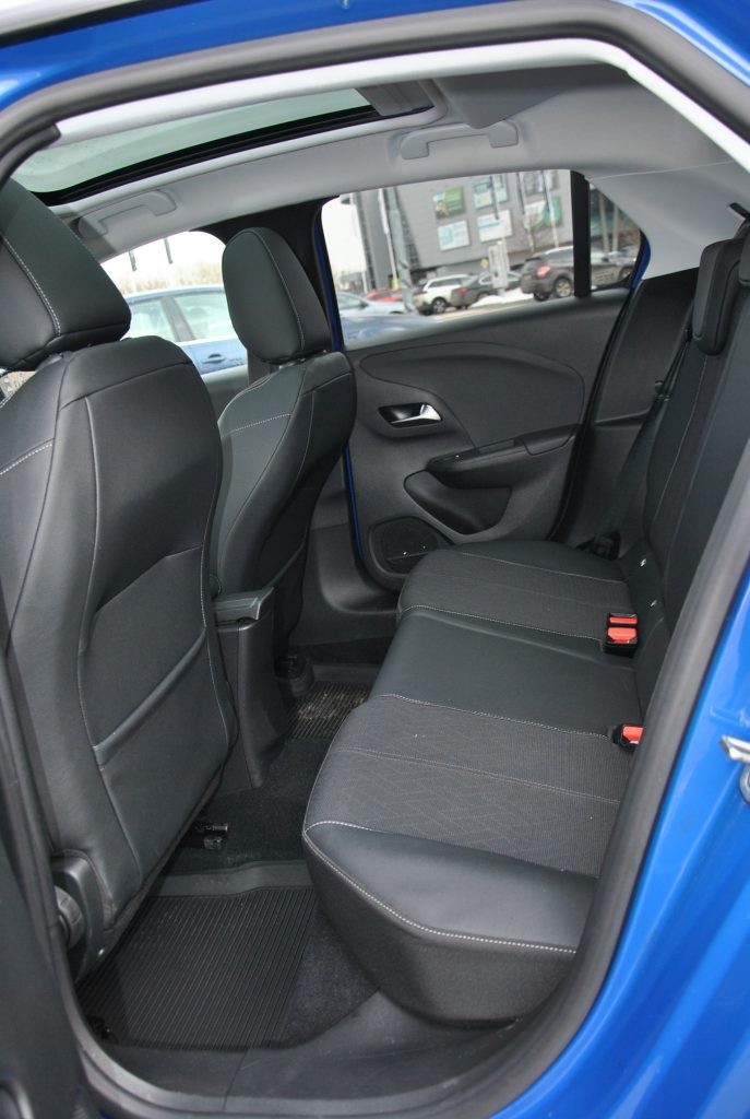 Opel Corsa, задние сиденья