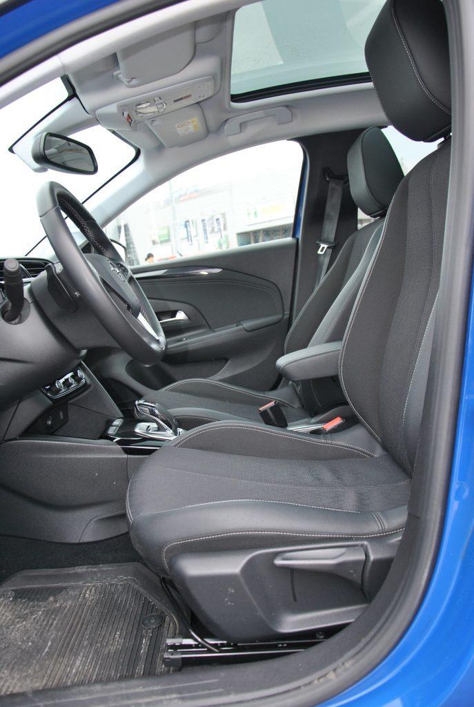 Opel Corsa, передние сиденья