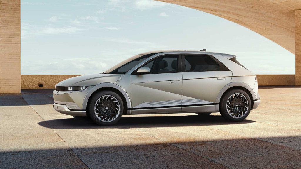 Электромобиль Hyundai Ioniq 5 2021, вид сбоку