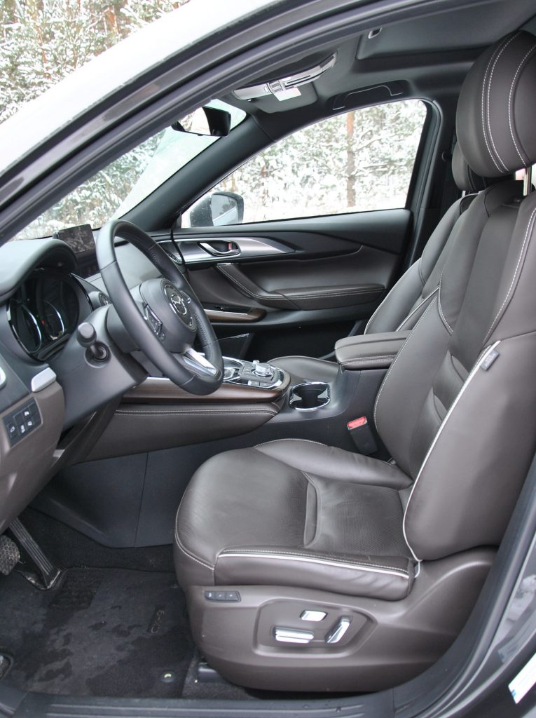 Mazda CX-9 2021, передние сиденья